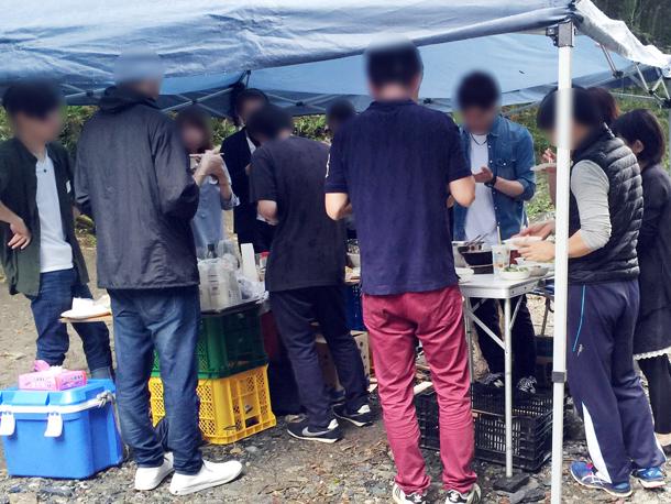 埼玉嵐山渓谷自然体験学習スペイン料理川遊びグループ作業