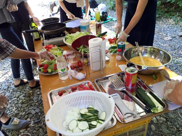 埼玉嵐山渓谷自然体験学習スペイン料理川遊び調理実習