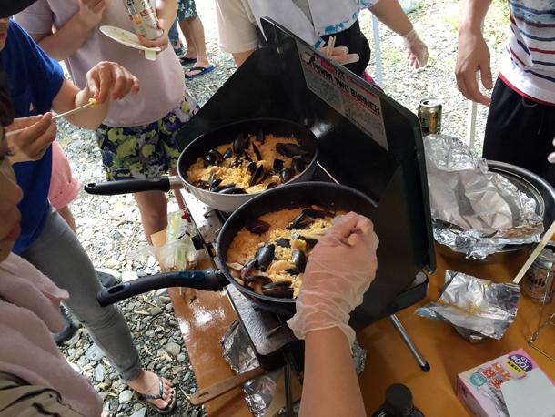 埼玉嵐山渓谷自然体験学習スペイン料理川遊びパエリア