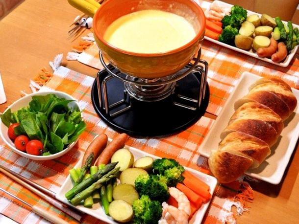 チーズの鍋と食材