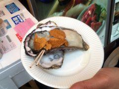 場外市場のウニと牡蠣